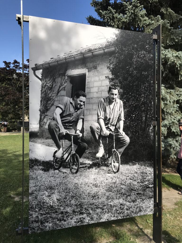 Jour de relâche Jean-Pierre Darras et Philippe Noiret Tout-Vent – 1959 Photographie Maurice COSTA
