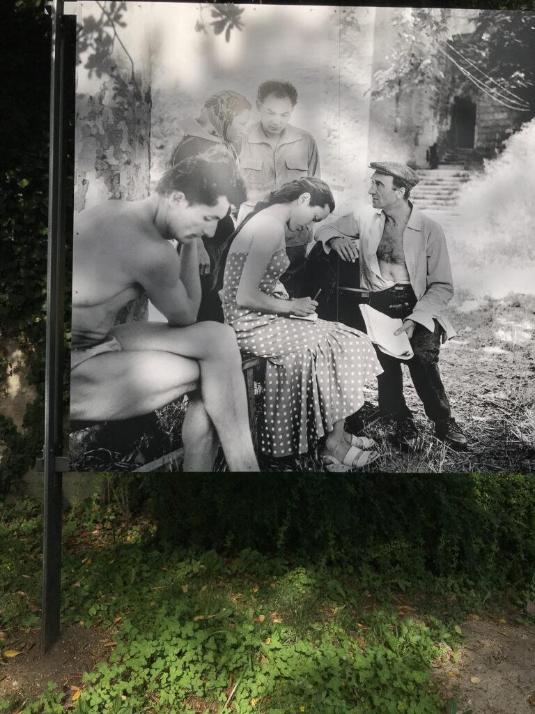 Macbeth, travail préparatoire Jacques le Marquet, Monique Chaumette, Jean Vilar, Maria Casarès et Georges Lycan Verger urbain V – Avignon – juillet 1954 Photographie Boris LIPNITZKI © Studio Lipnitzki / Roger-Viollet